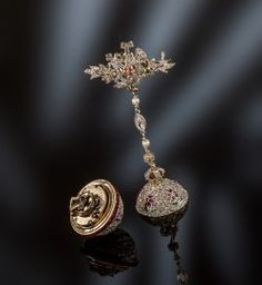 Unique hours brooches, 70-80 years of the XIX century. Special development of the mechanism. Handwork, France. Incrustation to a peahen, jewels, gold. The rare wonder and vintage ornament are in Moscow, the price is attached to euro exchange rate and an equivalent of 16000 euro.