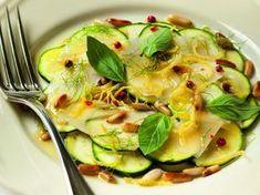 courgette, pignon, parmesan, basilic frais, huile d'olive