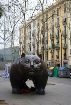 10 Things To Do in Barcelona: Check Out El Raval