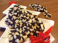 I biscotti pacchetto regalo sono dei divertenti biscotti natalizi realizzati con una frolla senza uova. Da fare in grande quantità perchè uno tira l'altro.