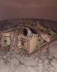 Pin by eduardo jose on JOYAS [Video] | Expensive jewelry luxury, Girly jewelry, Luxury jewelry Fille Gangsta, Mode Turban, Money On My Mind, Money Pictures, Tumbrl Girls, Make Easy Money, Bling, Expensive Jewelry, Bad Girl Aesthetic
