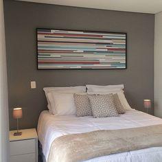 Escolhendo as cores para o seu apartamento?! Não tenha medo de apostar em tons mais escuros eles trazem muita personalidade e podem ser super aconchegantes! Para levantar o astral você pode incluir acessórios coloridos! #cinza #geometrico #geometric #tinta @urbanarts #tokstok #quadrosdecorativos #quadro #instainteriors #interiores #interiors #bedroomdecor #bedroomdesign #bedroom #quartosinspiradores #quarto #quartocasal #apartamentodecorado #decorado #apartamentomodelo #aptodecorado…
