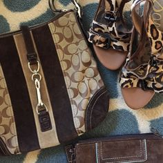 Signature coach cross body This cross Body purse by Coach is a great size and lays flat against the body. Great condition, and perfect for every day! Coach Bags Crossbody Bags