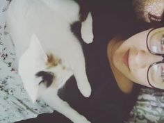 Sleeping with an animal in bed makes people happier. Maybe more people should do this 😏