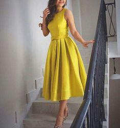 I'm in love! Great for Sunday Dress. in 2 Dresses For Teens, Modest Dresses, Elegant Dresses, Pretty Dresses, Vintage Dresses, Casual Dresses, Short Dresses, Dresses For Easter, Classy Dress