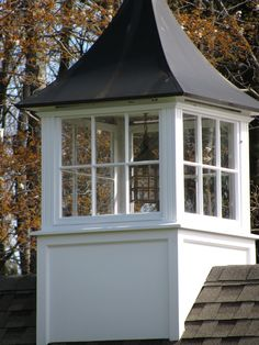 Cupola with night light. A lil' garage-top add-on. Porches, Barn Cupola, Roof Lantern, Garage Lighting, Exterior Design, Exterior Trim, Architectural Elements, Architecture Details, Curb Appeal