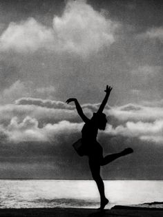 """Dance to the Sea, """"The Holy Mountain"""", 1926Photographer: Leni Riefenstahl"""