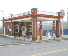 Gulf Gas Station Location: In Tazewell - At the intersection of Main St. and Parkey St. Claiborne Co - TN Latitude: N36° 27.46 Longitude: W83° 34.08