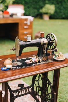 matrimonio vintage al convento dell'annunciata Vintage Fashion, Vintage Style, Wedding Decorations, Wedding Ideas, Yorkie, Vintage Inspired, Picnic, Wonderland, Antiques
