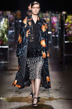 See the complete Dries Van Noten Spring 2017 Ready-to-Wear collection.