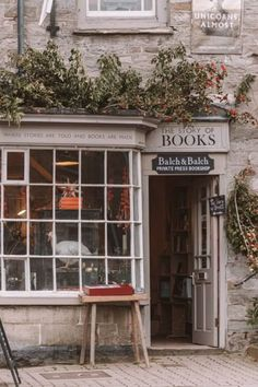 Hay-on-Wye is a hidden gem in the UK and one of the world's best book towns. Here's all you need to know about the best bookshops in Hay-on-Wye. Book Aesthetic, Aesthetic Pictures, Aesthetic Rooms, Victoria Magazine, Book Cafe, Architecture, Coffee Shop, Places To Go, Beautiful Places