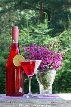 Maistuis varmaan sullekin!: Horsmankukkajuoma Juice Smoothie, Smoothies, Healthy Drinks, Healthy Recipes, Seasons In The Sun, Greens Recipe, Love Food, Fun Food, Herbalism
