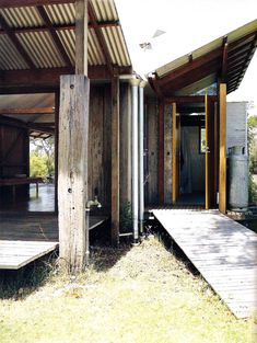 Guest Studio by Glenn Murcutt — Atlas of Places Modern Tiny House, Tiny House Cabin, Le Ranch, Farm Shed, Australian Architecture, Classical Architecture, Prefab Cabins, Warehouse Design, Roof Trusses
