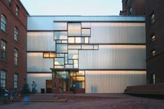 Higgins Hall School of Architecture, Pratt Institute, Brooklyn, NY by Steven Holl, 2006 Conceptual Architecture, Facade Architecture, School Architecture, Portland Architecture, Glass Building, Building Facade, Steven Holl, U Glass, Channel Glass