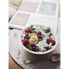 Blogissa nyt täydellisen ravitseva smoothiekulho. Huippuna makuyhdistelmänä mustaherukat ja punajuuri, N O M S! Listasin myös kuusi nyrkkisääntöä, joilla smoothiekulho onnistuu joka kerta 🙏🏻 Promise! Linkkihän se löytyypi: @inka.ikonen #newrecipe #inkaicom #inkai #smoothiebowl #smoothiebowlrecipe #blackberries #beetroot #dairyfree #glutenfree #nosugaradded #veganrecipe #vegetarianrecipes #healthyfood #healthyrecipes #breakfastbowl #foodphotography #foodinstagram Acai Bowl, Breakfast, Instagram, Food, Mascarpone, Acai Berry Bowl, Morning Coffee, Eten, Meals