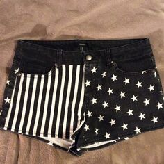 Black denim flag print shorts NWOT. Forever 21 black denim shorts with Stars and Stripes. Cotton/spandex. 2 in inseam. Sits at natural waist. Forever 21 Shorts