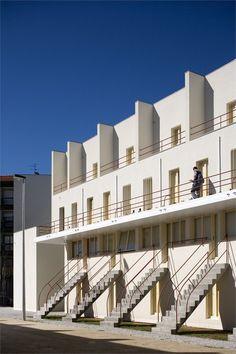 SAAL Bouça Housing, Porto, Portugal by Alvaro siza. Facade Architecture, School Architecture, Contemporary Architecture, Alvar Aalto, Social Housing, Modern Buildings, Inspiration, Porto Portugal, Brutalist