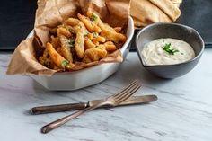 Valkosipuli-parmesaaniranskalaiset - helppo ohje ranskanperunoihin Chicken, Meat, Koti, Drink, Beef, Drinks, Cubs, Drinking