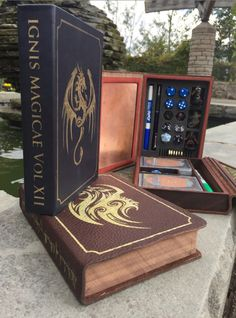 Fake books filled with ~imagination~ i. real books These are really cool, I want one! Fake books filled with ~imagination~ i. real books – Album o Dungeons And Dragons, Dice Box, Album Book, Blue Books, Pen And Paper, Table Games, Magic The Gathering, Mtg, Decir No