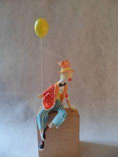Escultura em pape e aramel de palhaço com balão. R$ 120,00