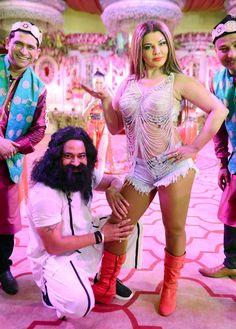 bollywoodmirchitadka: Rakhi Sawant Playing 'Papa's Angel' Honeypreet Ins...
