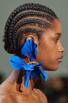 Schiaparelli Spring 2020 Couture Fashion Show - Vogue Style Couture, Couture Fashion, Fashion Show, Fashion Design, Daily Fashion, High Fashion, Hippie Chic, Boho Chic, Fashion Accessories