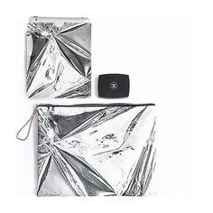 Metallic foils // make a simple statement  our digitally printed leather iPad sleeves are a premium must have for the season  #statementpiece #riannaphillips #riannaphillipssaywhat #asosmarketplace #texture #print #pattern #metallic #printdesign #etsyuk #etsy #silkfred #digitalprint #clutchbag #ipadsleeve #ipadcase #leather #printedleather #ipadsleeve #ipadcase #innovativetextiles #photographic #asos #loveprint #madeinbritain #britishmade #ipadminicase #ipadminisleeve #ipadairsleeve…