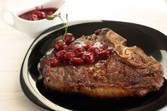 Вишневый соус и стейк ти‑бон http://amp.gs/zB0c #foodclub #рецепт #вкусно #обед #ужин