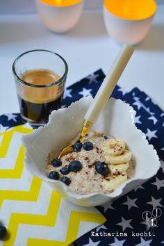 Banana Blueberry Bread Oats: Leckeres Frühstücksmüsli, das nach Banana Bread schmeckt // www.katharinakocht.com