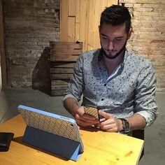 Él ya tiene su funda de ipad y iphone de #zavart! Disponibles en nuestra tienda! www.etsy.com/es/shop/zavart #iphonecase #samsunggalaxy #jappanesepattern #design #case #ipad
