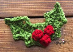 Crochet Flowers Patterns Crochet holly - 10 Fabulous and Free Christmas Crochet patterns. - Do you love to crochet as much as I do? If your answer is yes, you will love these adorable and free Christmas crochet patterns! Motifs D'appliques, Crochet Motifs, Crochet Flower Patterns, Crochet Flowers, Crochet Applique Patterns Free, Crochet Appliques, Crochet Leaves, Crochet Christmas Decorations, Holiday Crochet