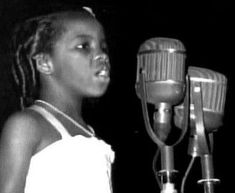 """THIS DAY IN ROCK HISTORY: July 15, 1952: An eight-year-old singer named Gladys Knight appears on the popular TV show Ted Mack's Amateur Hour, show on the now-defunct Dumont Television Network, and wins the first prize of $2000 for her rendition of Nat King Cole's """"Too Young."""" In five years, she would be an established recording artist."""