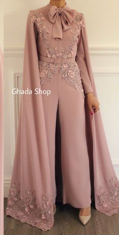 Soirée jumpsuit - İslami Erkek Modası 2020 - Tesettür Modelleri ve Modası 2019 ve 2020 Hijab Evening Dress, Hijab Dress Party, Chiffon Evening Dresses, Hijab Style Dress, Evening Gowns, Prom Dresses, Long Dresses, Abaya Fashion, Muslim Fashion