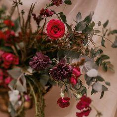 """91 curtidas, 8 comentários - As Floristas por Carol Piegel (@asfloristas) no Instagram: """"Nem tudo são flores... ⠀⠀⠀⠀⠀⠀⠀⠀⠀ Algumas semanas atrás eu joguei pro universo que estava precisando…"""" Floral Wreath, Wreaths, Instagram, Design, Home Decor, Florists, Everything, Universe, Flowers"""