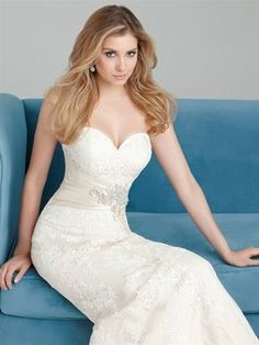 Allure Bridals #2569 Wedding Dress - dresses for sale on Tradsey.com! Buy your wedding dress for 25% off or more!