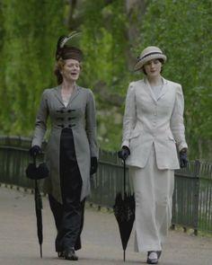 Downton Abbey Fashion: Lady Mary & Lady Rosamund in London Lady Mary Crawley, Belle Epoque, Downton Abbey Costumes, Downton Abbey Fashion, Edwardian Era, Edwardian Fashion, Victorian, Downton Abbey Season 1, My Fair Lady