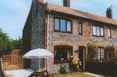 Yeoman's Cottage, Torridon, Cromer, Norfolk. Pet Friendly Self Catering Holiday Accommodation in England. Accepts Dogs #WeAcceptPets