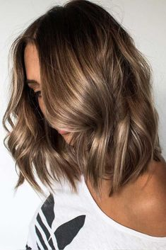 10 Flirty Light Brown Hair Looks - Women Hair Color Ideas 2019 - Frisuren Brunette Blonde Highlights, Brunette Color, Color Highlights, Short Hair Brown Highlights, Brown Blonde, Chunky Highlights, Brown Lob Hair, Brown Highlighted Hair, Brown Balayage Bob