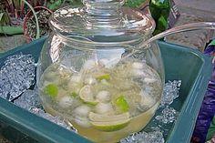 Caipirinha-Bowle, ein schönes Rezept aus der Kategorie Party. Bewertungen: 813. Durchschnitt: Ø 4,7.