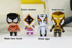 Paper model โลกใบเหลี่ยม: Thai superhero : paper toy