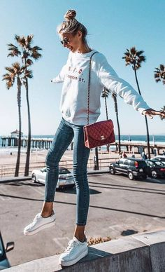 50 Super Comfy Outfit Ideas To Wear When You're Sick Of All Your Clothes ootd sweatshirt + skinny jeans + bag + sneakers Mode Outfits, Trendy Outfits, Fashion Outfits, Denim Outfits, Classy Outfits, Laid Back Outfits, Fashion Clothes, Fashion Boots, Sneakers Fashion