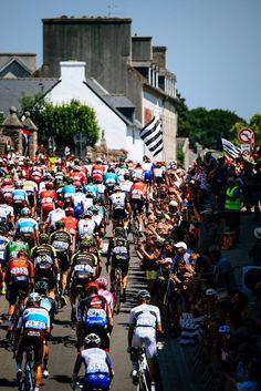 Relais Etape Officiel 105ème édition du Tour de France Pro Cycling, Times Square, Street View, Tours, Officiel, Sports, Love, Biking, Hs Sports