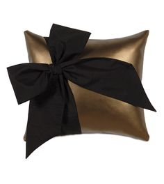 Belle Pillow A (klein Bronze) from Eastern Accents