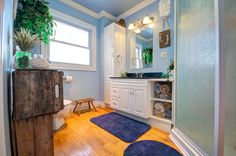 I just love the beach theme and calming blue colour of this main floor bathroom, and the open faced cabinet for rolled-up towels is brilliant!  #Orangeville #OrangevilleOntario #OrangevilleRealEstate