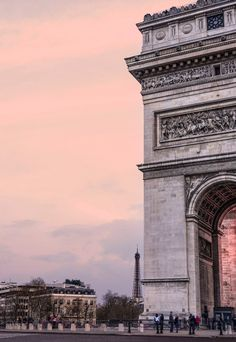 { travel :: pink skies at dusk, arc de triomphe, paris, france }