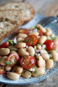 Aromatischer Weiße-Riesenbohnen-Salat mit Tomaten und Minze | Blueberry Vegan