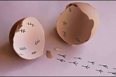 Haha, I love the marks on the inside! So cool for Easter morning laughs for the lil' ones :) Funny Eggs, Haha, Food Humor, Funny Food, Humor Humour, Just For Laughs, Easter Crafts, Easter Ideas, Happy Easter