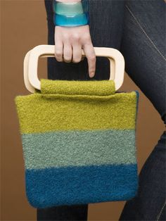 Free+Knitting+Pattern+-+Bags,+Purses+&+Totes:+Cool+Stripes+Felted+Bag