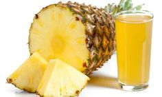 Method to lose weight every day with pineapple peel Healthy Juices, Healthy Smoothies, Healthy Drinks, Healthy Tips, Healthy Recipes, Natural Remedies For Cramps, Sumo Natural, Clean Eating, Healthy Eating