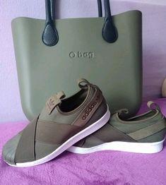Fashion Shoes, Women's Fashion, O Bag, Green Bag, Photo Reference, Clock, Adidas, Handbags, Purses